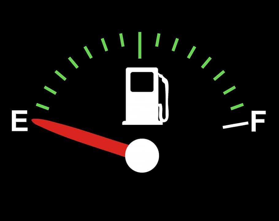 Consejos para ahorrar gasolina cuando viajamos en coche