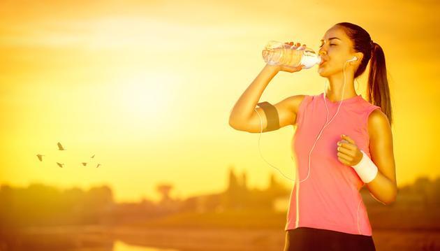 Importancia y beneficios de tomar agua potable para la salud